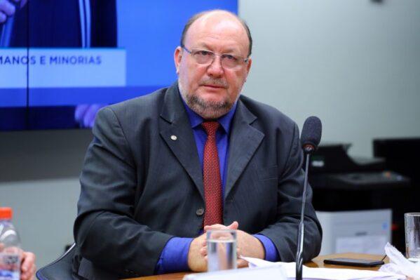 Projeto de Lei de João Daniel quer garantir acesso à internet à população mais carente