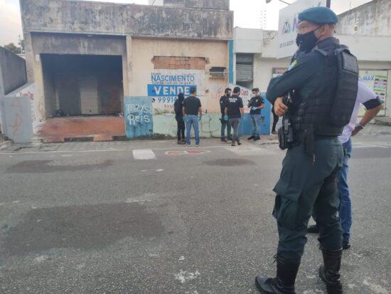"""Polícia Civil, em parceria com a Polícia Militar, cumpre mandado de busca e apreensão em """"invasão"""" da capital"""
