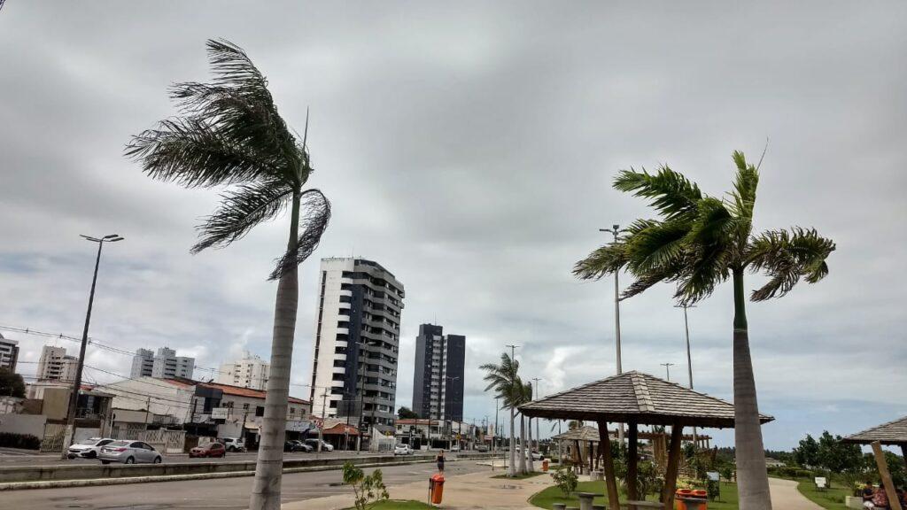 Marinha alerta para ventos de até 60 km/h no litoral até terça, 27