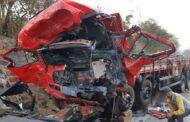 Batida entre caminhão de Itabaiana e van deixa 12 mortos e 1 ferido na BR-365