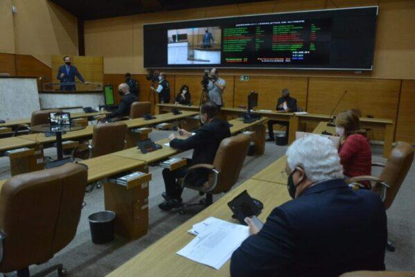 Deputados aprovam projeto que parcela débitos fiscais