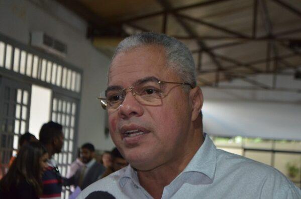 Padre Inaldo recebe apoio de candidato a prefeito que desiste em Socorro