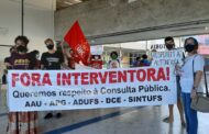Professores, técnicos e estudantes realizam ato público contra intervenção na UFS