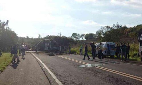 Acidente em rodovia no interior de São Paulo provoca 40 mortes, diz PM