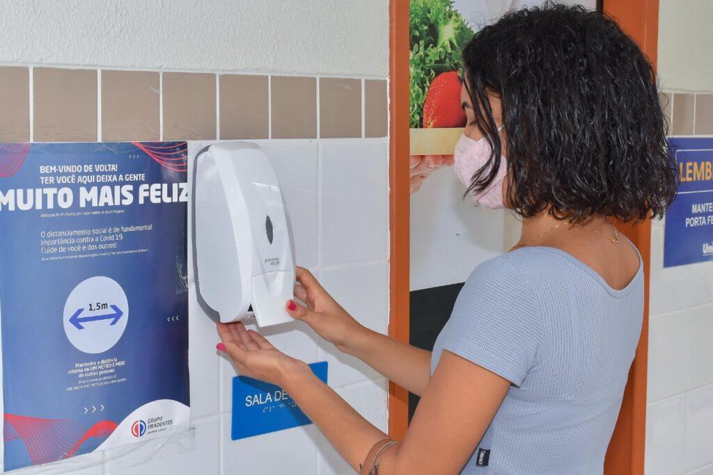 Acadêmicos da Unit retomam atividades das aulas práticas nos campi de Aracaju, Itabaiana, Estância e Propriá