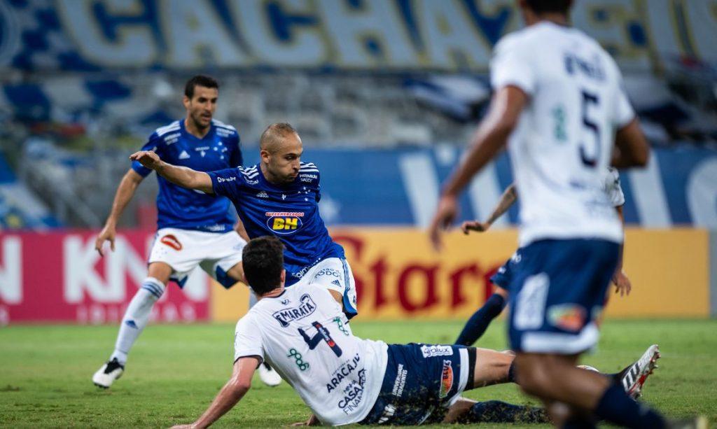 No Mineirão, Confiança derruba invencibilidade de Felipão e breca reação do Cruzeiro