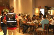 Força tarefa fiscaliza bares e restaurantes para garantir cumprimento das normas sanitárias