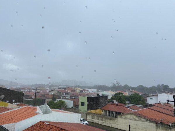 Centro de Meteorologia emite alerta de chuva forte para todo o estado