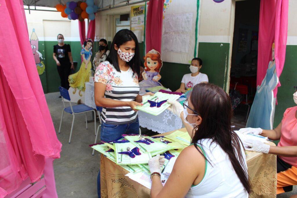Aulas são retomadas em Simão Dias e prefeitura inicia entrega de materiais escolares