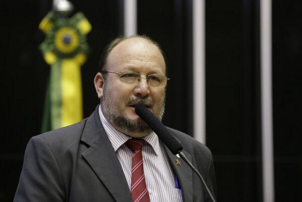 João Daniel defende retorno do auxílio emergencial e garante que há recursos, sem tirar de áreas essenciais