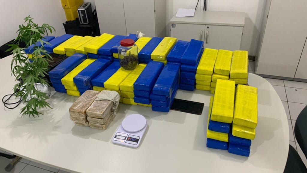 Polícia Civil deflagra operação, prende homem que transportava e armazenava drogas e apreende 150kg de maconha