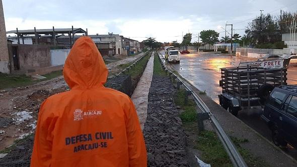 Defesa Civil emite alerta de chuvas moderadas e maré alta para as próximas 72h em Aracaju