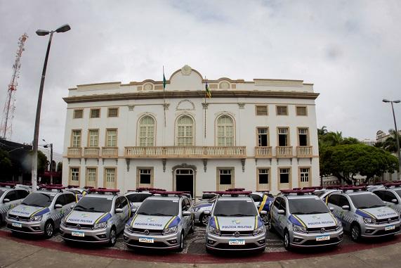 Governador entrega 90 novos veículos às polícias Civil e Militar de Sergipe