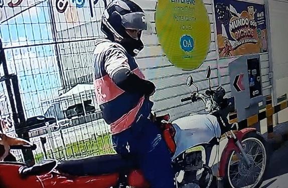 Polícia Civil deflagra operação e prende três por roubo de R$ 20 mil na entrada de shopping