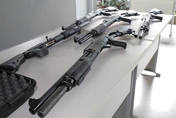 Governo do Estado entrega 100 novas espingardas à Polícia Militar de Sergipe