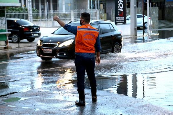 Chuvas podem chegar a 50 milímetros nas próximas 24h em Aracaju, alerta Defesa Civil