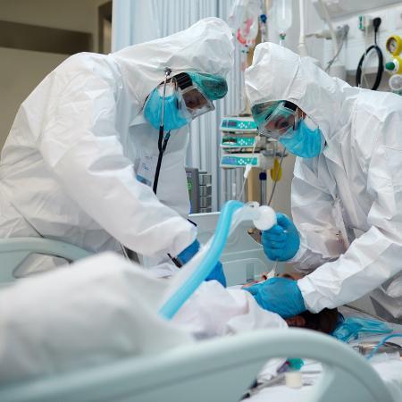 TCU acusa governo de 'abuso de poder' e omissão com kit intubação.