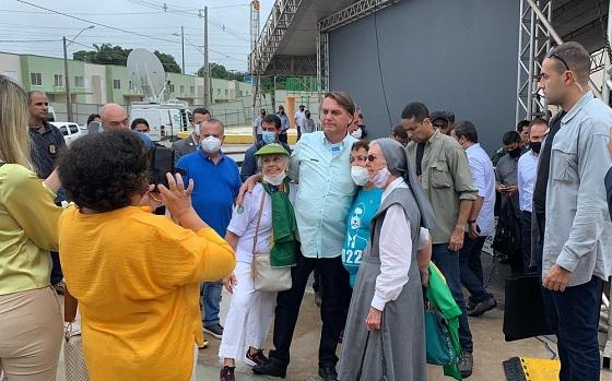 Em Alagoas, Bolsonaro diz que o que acontece na CPI 'é um crime', com 'vagabundo inquirindo pessoas de bem'
