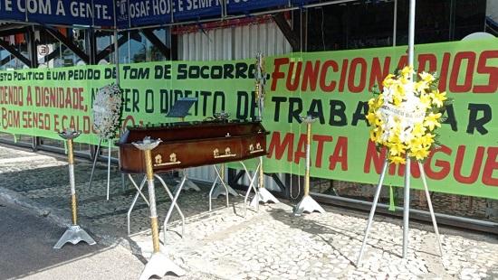 Representantes da Abrasel realizam ato em protesto da não abertura de bares e restaurantes nos finais de semana em Aracaju