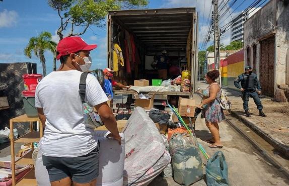 Reintegração de posse retira cerca de 70 pessoas de prédio na Região Central de Aracaju