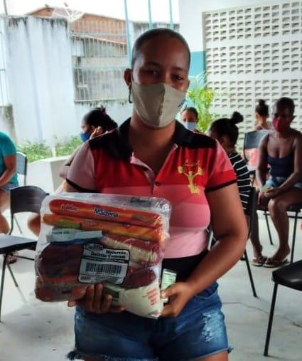Prefeitura de Laranjeiras continua essa semana a entrega de kits de alimentação escolar