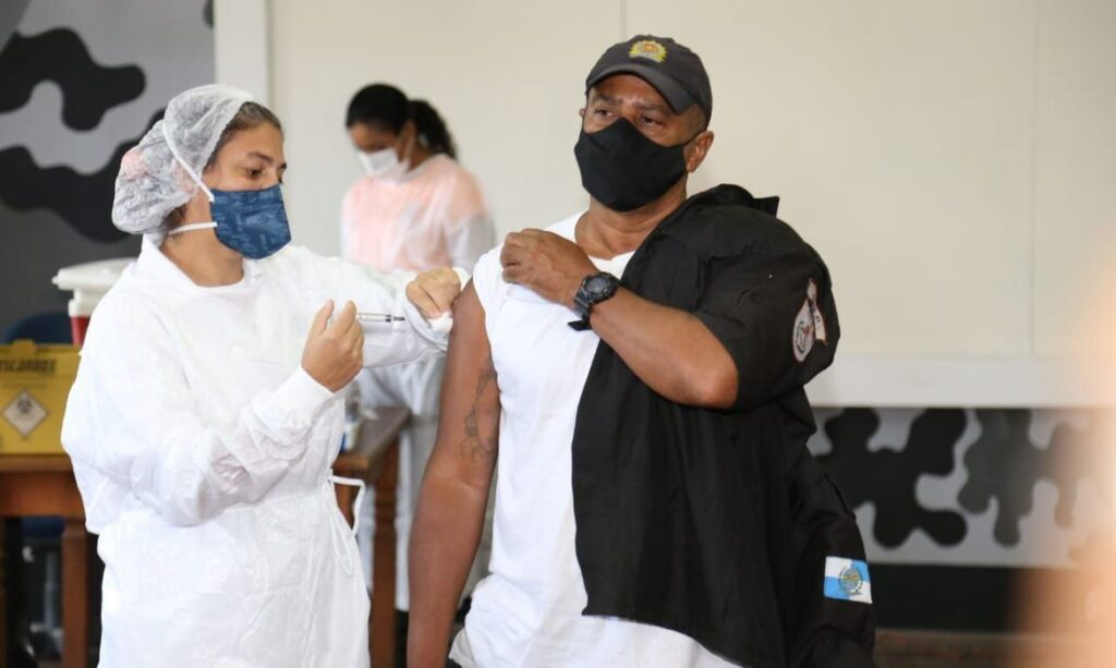 Ministro suspende antecipação de vacina de policiais e professores