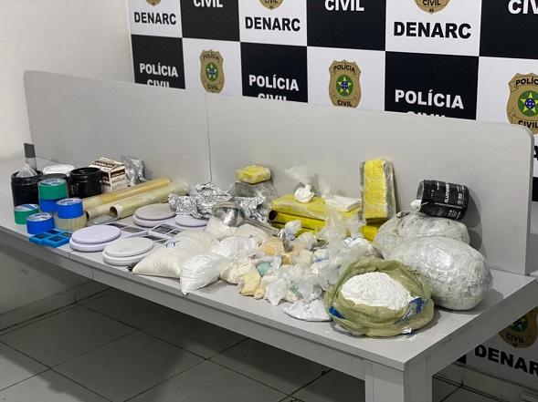 Cocaína, crack e maconha são apreendidos e traficante preso