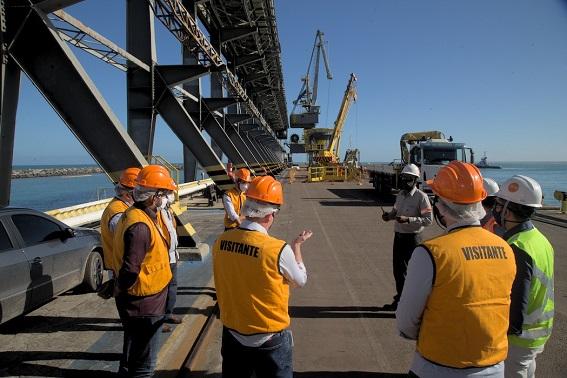 Governo e Ambev realizam visita técnica no Porto de Sergipe