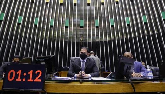 Volta das coligações partidárias em 2022 passa na Câmara em primeiro turno