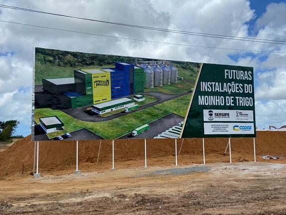 Prefeito e governador  visitam obra da fábrica do grupo Maratá, em São Cristóvão