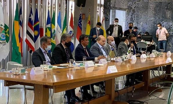 Governadores pedem reunião com Bolsonaro para diminuir tensão entre poderes