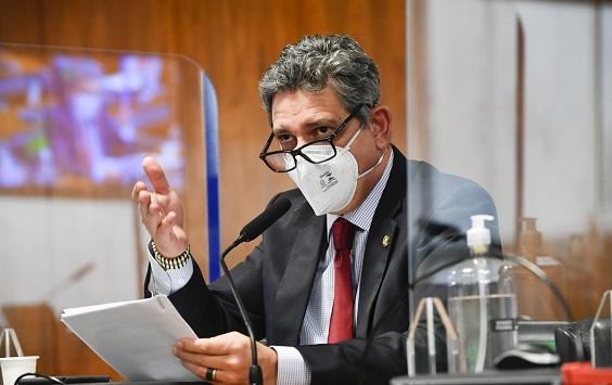 Senador Rogério Carvalho diz que ministro da Defesa enviou militares a Sergipe para espioná-lo