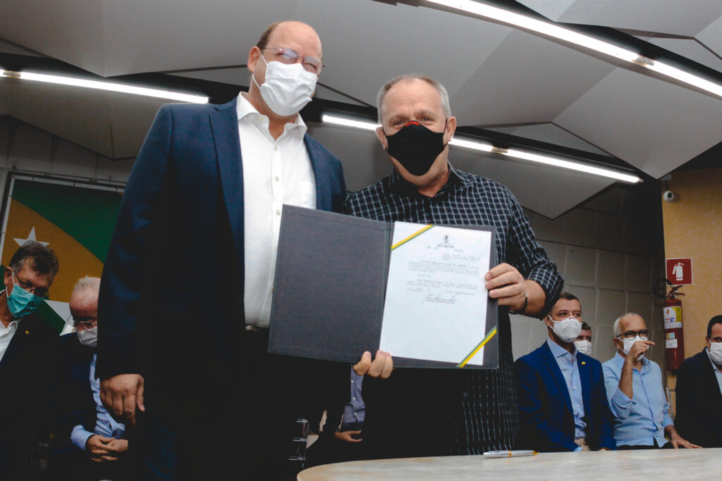 Governador empossa o ex-deputado Zeca da Silva como novo secretário da Agricultura