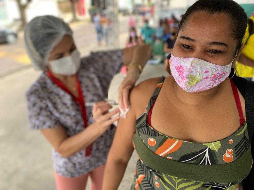 Capela anuncia vacinação de jovens com 18 anos