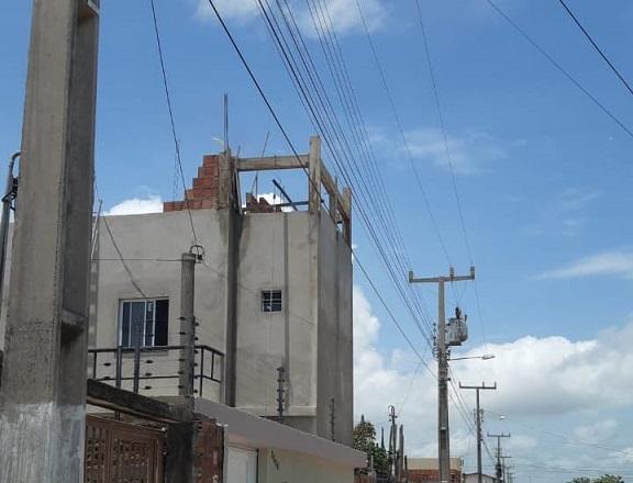 Energisa Sergipe alerta sobre construção irregular próximo à rede elétrica