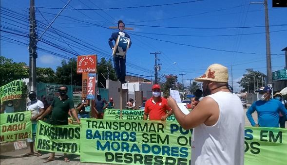 Manifestantes bloqueiam Rodovia Náufragos, em Aracaju
