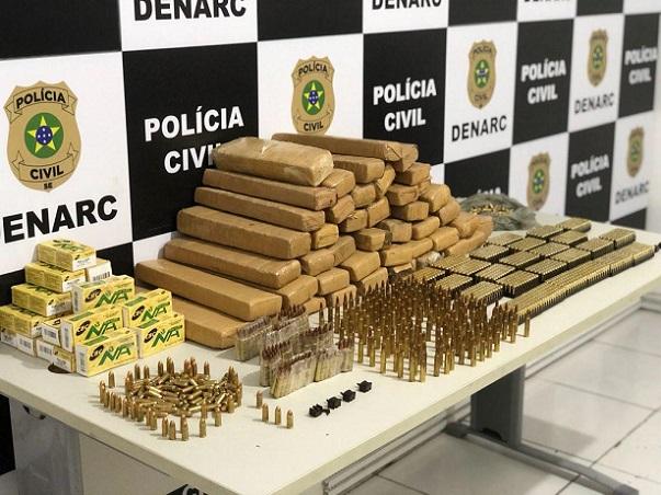 Jovem de 19 anos é presa em Sergipe com centenas de munições, fuzil e drogas