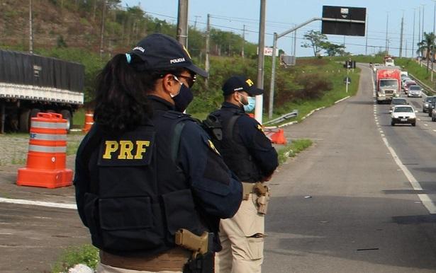PRF apreende maconha e cocaína em carros de passeio em Sergipe