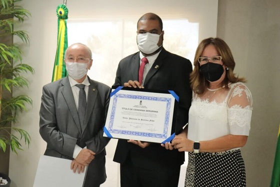 Reitor da UFS é oficialmente cidadão sergipano