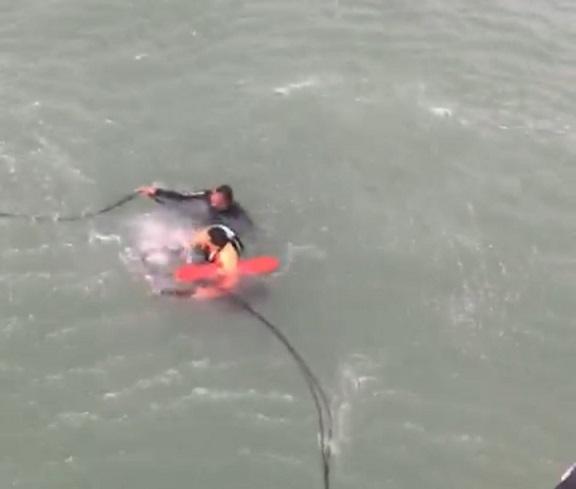 GTA resgata homem em alto-mar, após equipamento de caiaque quebrar durante prática esportiva
