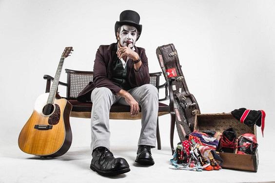 Fernando Anitelli faz show com repertório de 'O Teatro Mágico' em Aracaju