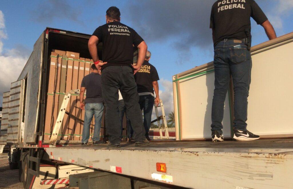 Caminhão de carga é apreendido com quase duas toneladas de maconha em Sergipe