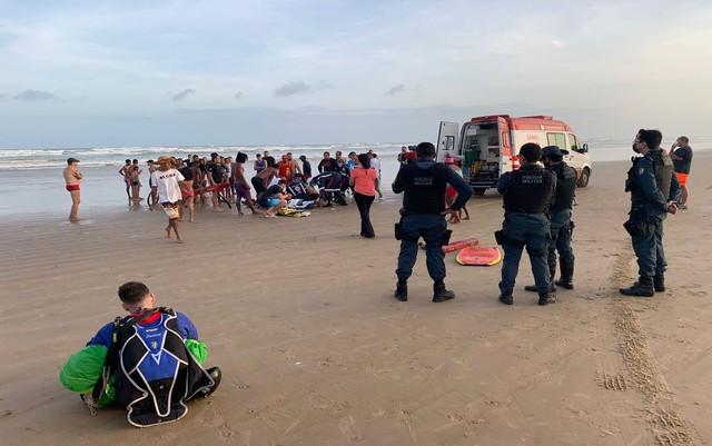 Instrutor de paraquedas morre após cair no mar em Aracaju
